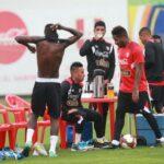 Ricardo Gareca practicó con el plantel completo a 48 horas del partido ante Bolivia