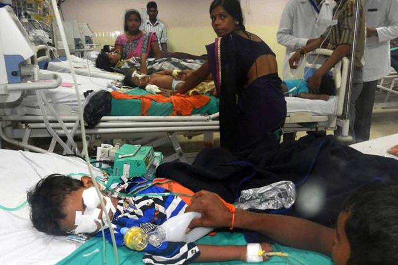 Investigan muerte de 64 niños en hospital indio por una posible negligencia