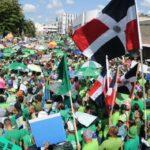Dominicana: Cientos de maestros despedidos protestan para exigir readmisión