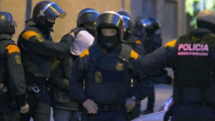 Policía abate a presuntos autores de nuevo atentado en España
