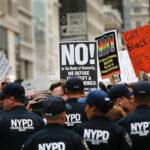 EEUU: Trump regresó a su hogar en Nueva York en medio de rechiflas y protestas (VIDEO)