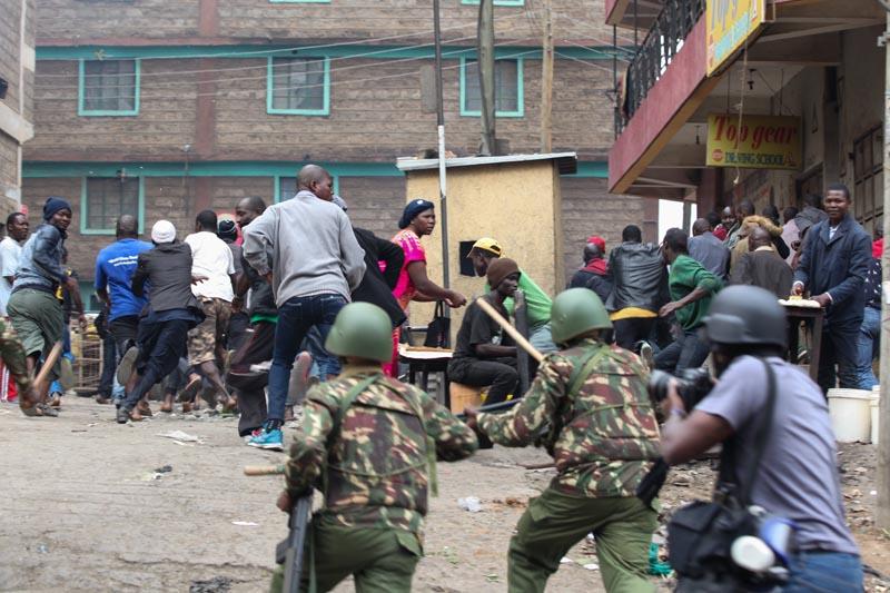 2 muertos en protestas tras reelección de presidente — Kenia
