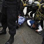 Huelga de docentes: Trasladan a Fiscalía a docentes que agredieron a policías