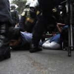 Pedirán 8 años de cárcel para docentes que agredieron policías (FOTOS)