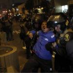 Nuevo enfrentamiento entre policías y maestros en la avenida Abancay (VIDEO)