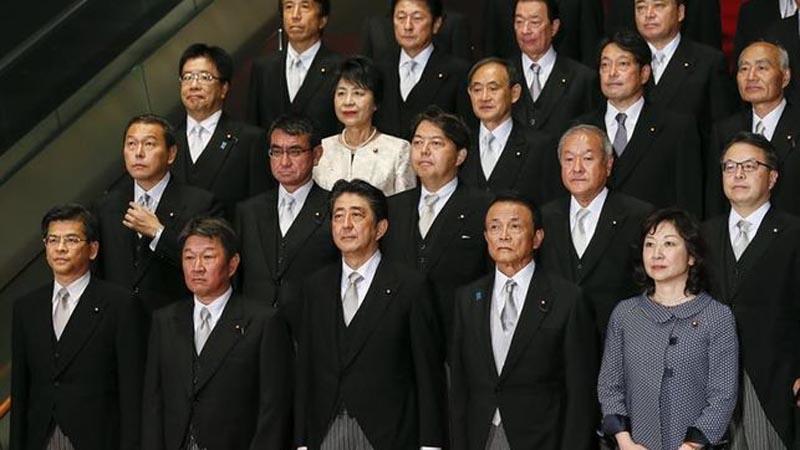 Abe remodela su Gabinete con nuevos ministros de Exteriores y Defensa