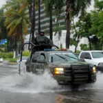 México: Huracán Max tocó tierra a 90 kilómetros de Acapulco (VIDEO)