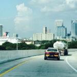 Florida: Policía escolta camiones de gasolina ante escasez por llegada de Irma (VIDEO)