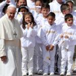 Colombia: El Papa recurre al fútbol para destacar la capacidad de los jóvenes para unirse