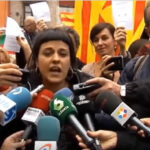 España: Policía suspende charla de diputada Gabriel sobre referéndum (VIDEO)
