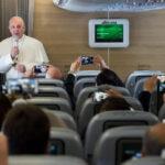 """El Papa durante su vuelo a Colombia deseó """"estabilidad"""" para Venezuela"""