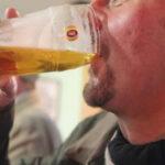 Científicos hallan nexo entre sistema inmunológico y deseo nocturno de beber alcohol