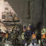 México: Intensifican búsqueda de 40 personas en escombros de edificio