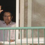 Mubarak aparece feliz con su familia en la playa en foto publicada en Egipto