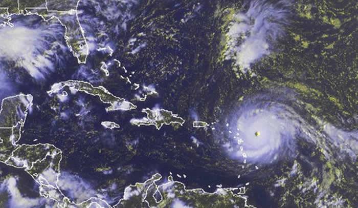 'Irma' ya es categoría 4, avanza hacia El Caribe