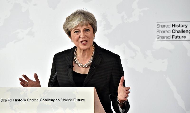 May propone un período de transición de dos años tras el Brexit
