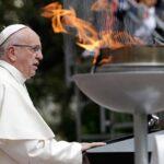 Papa pide a los colombianos que huyan de la venganza en camino hacia la paz