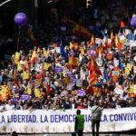 España: Miles de personas protestan contra el arresto de dirigentes catalanes (VIDEO)
