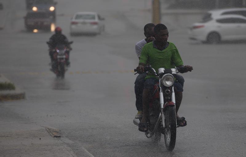 María vuelve a ser un potente huracán — LO ULTIMO