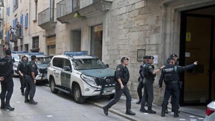 Policía requisa 4 millones de sobres y urnas de referéndum catalán — España