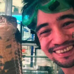 Rusia: Encantador de serpientes filmó suicidio con mordedura de bamba negra (VIDEO)