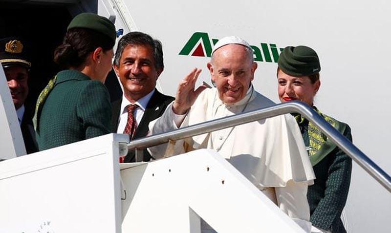 Siga en vivo el vuelo del papa Francisco hacia Colombia
