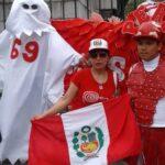 El fantasma del 69 en el banderazo peruano en Buenos Aires (FOTOS)