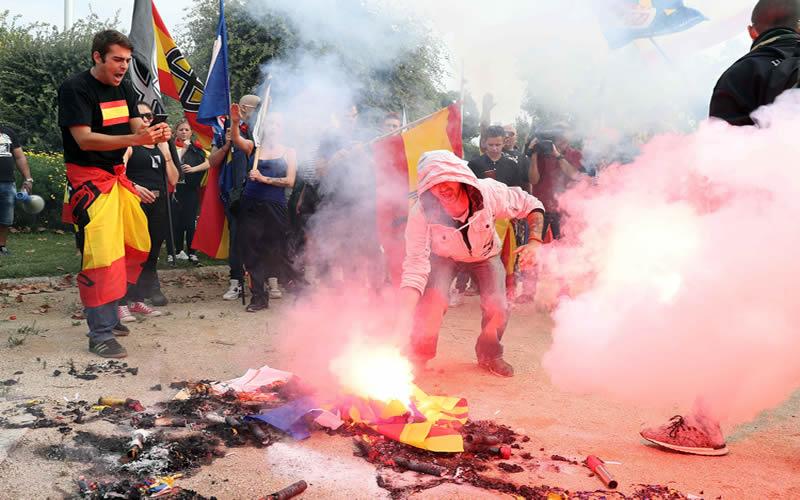 Marcha contra la secesión en Barcelona en el día nacional de España