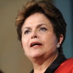 "Rousseff advierte que ""Brasil venderá petróleo a precio de banana"""