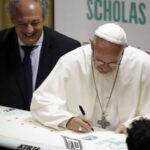 """El Papa conversa sobre drogas e inmigración con jóvenes de """"Scholas Ocurrentes"""""""