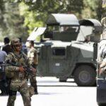 Afganistán: Al menos 43 muertos en atentado talibán contra base militar
