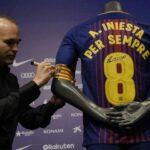 """Iniesta renueva con el Barcelona FC contrato """"de por vida"""""""