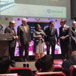Profesora de Apurímac gana premio El maestro que deja huella 2017