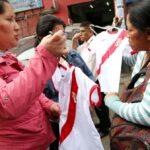 Largas colas para comprar polos de la selección peruana (VIDEO)