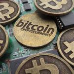 Resurge fiebre de bitcóin con su mayor feria global y sube a 8.082 dólares