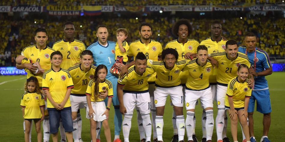 Colombia jugará con un extraño uniforme hoy ante Perú, en Lima