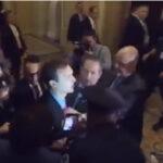 EEUU: Detienen a hombre quelanzó banderas rusas a Trump en el Congreso (VIDEO)