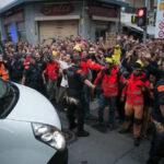 España: Fiscal investiga expulsión de policías de hoteles como delito de odio (VIDEOS)