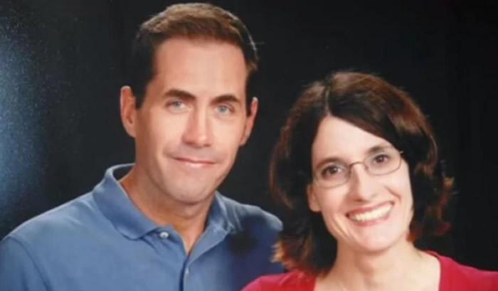 Se suicido y dejo rastro del cadáver de su esposa