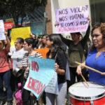 Enérgica protesta femenina en sede del INEI contra agresión sexual a empadronadora