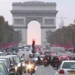 Alcaldesa de París plantea eliminar circulación de autos a gasolina desde el 2030