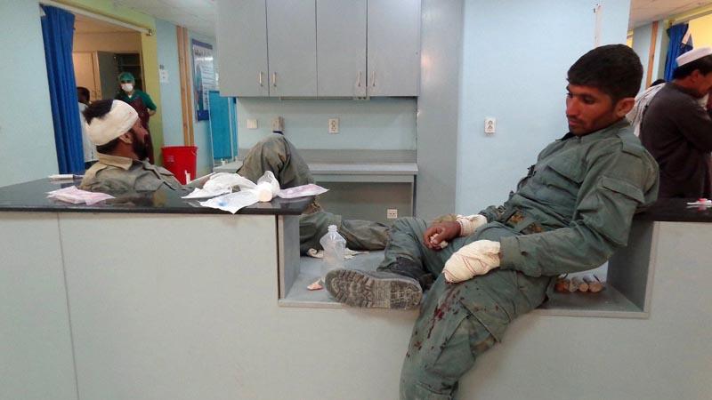 Ataque talibán a un cuartel policial afgano deja 41 muertos