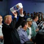 Puerto Rico: Trump tira papel toalla a la gente y es criticado en redes sociales (VIDEO)
