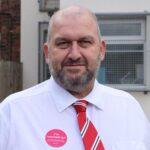 Hallan muerto exministro del gobierno galés investigado por denuncia de acoso