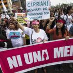 Decenas de miles de personas marchan contra la violencia a la mujer