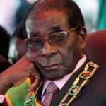 Dictador Robert Mugabe renunció a presidencia de Zimbabwe