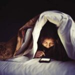 Adicción a teléfono móvil e internet puede provocar depresión o insomnio