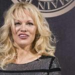 Pamela Anderson apoya independencia de Cataluña y cuestiona al gobierno español
