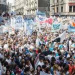Argentina: Multitudinaria marcha contra la reforma laboral que impulsa Macri (VIDEO)