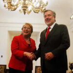 Chile: Bachelet recibe a candidato Guillier y se tensa ambiente político (VIDEO)